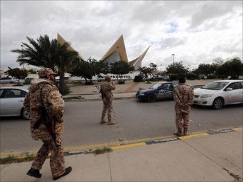 ليبيا: إيقاف ومنع وزراء ومديري بنوك من السفر ...