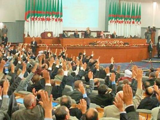 البرلمان الجزائري يوافق على تعديل الدستور ...