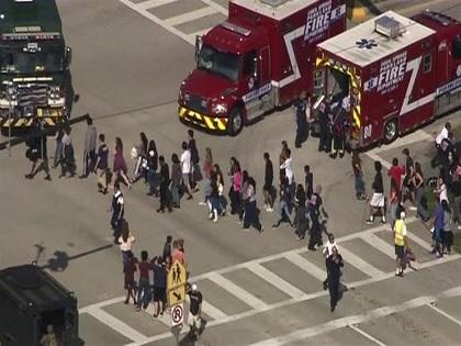 مقتل 17  شخصا في حادث إطلاق نار بمدرسة في فلوريدا