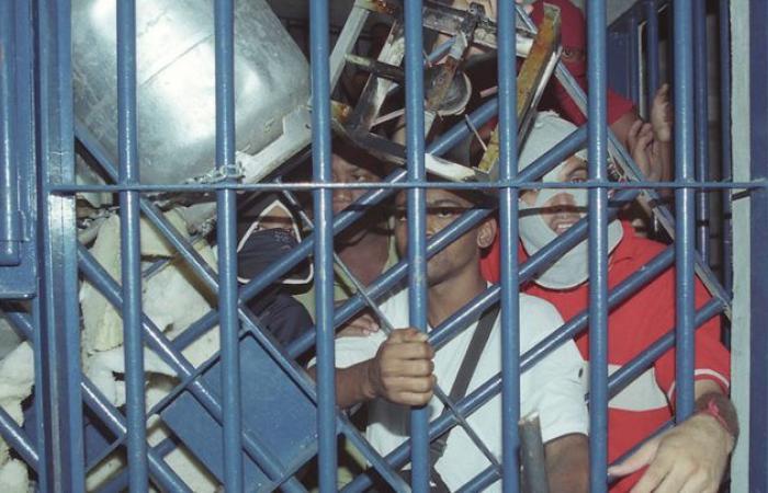 البرازيل: سجناء يحتجزون حراسا كرهائن