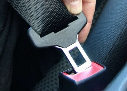 إجبارية حزام الأمان للمقاعد الخلفية تدخل حيّز التنفيذ