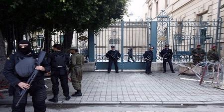 عسكري مُكلف بحماية سفارة فرنسا بتونس يطلق رصاصة في الهواء