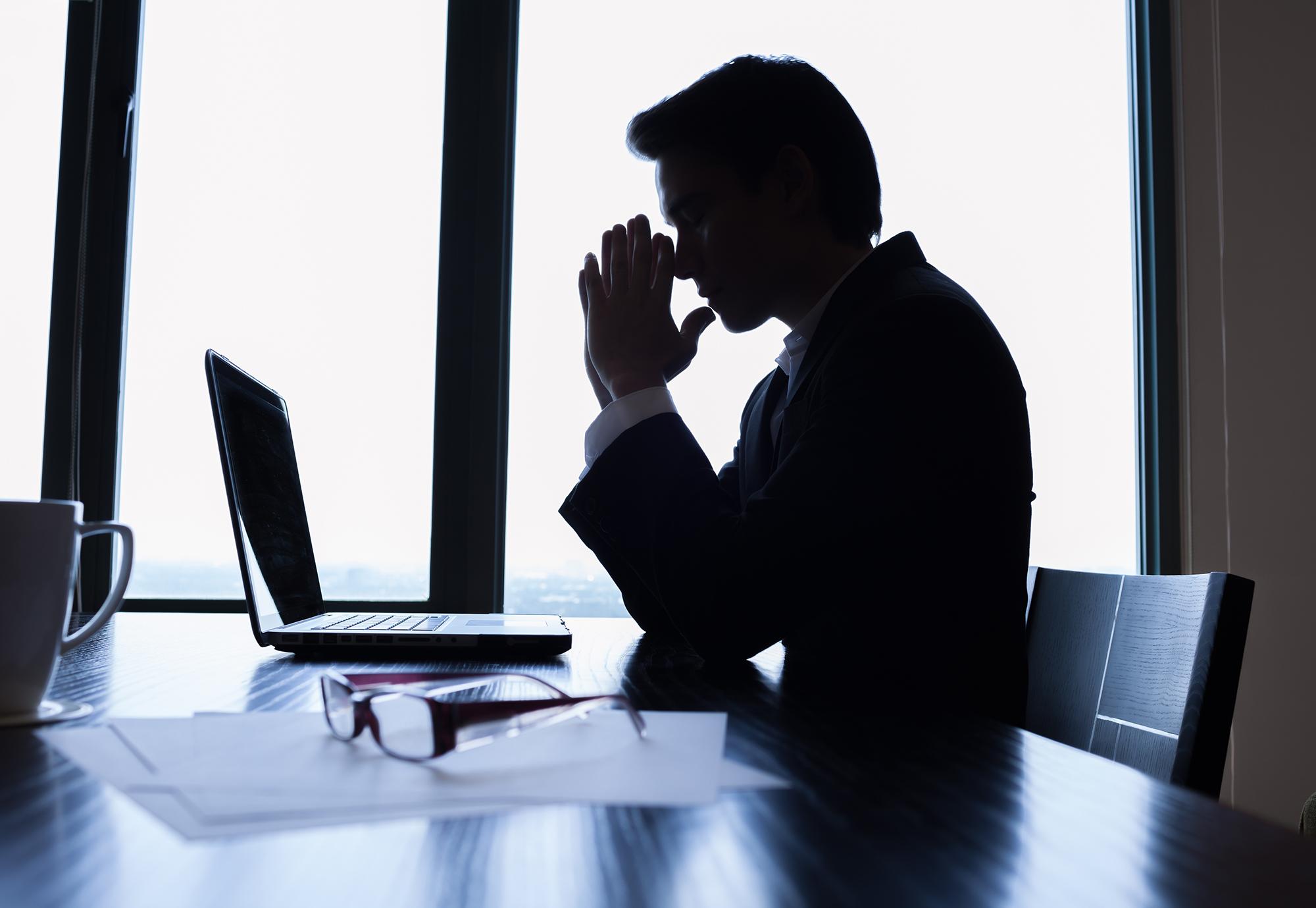 """دراسة :"""" الموظف التونسي يعمل 4 ساعات فقط كامل التوقيت الاداري """""""