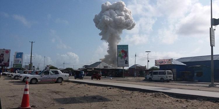 الصومال: مقتل 5 أشخاص وإصابة آخرين في تفجير داخل ملعب لكرة القدم