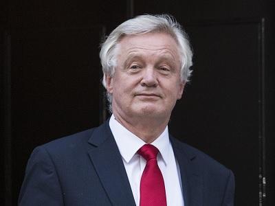 وزير بريطاني: لا قرار حتى الآن بتوجيه ضربات ضدّ سوريا