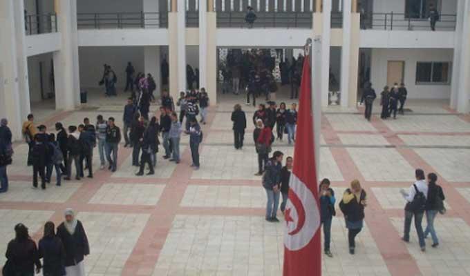 نقابة التعليم الثانوي تُقرر مواصلـة حجب الأعــداد