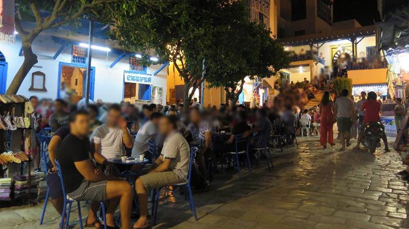 الترخيص للمقاهي والمحلات بالعمل بعد العاشرة ليلا في النصف الثاني من رمضان