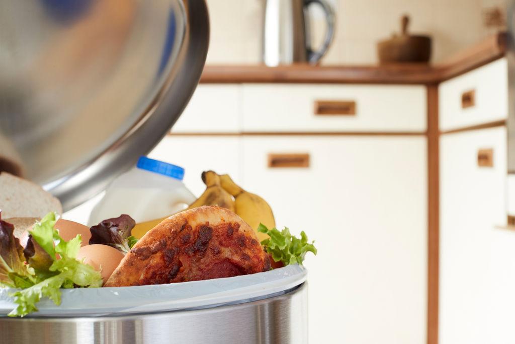 """معهد الاستهلاك:"""" ثُلث ما يطبخه التونسي في رمضان يُلقى سلة المهملات"""""""