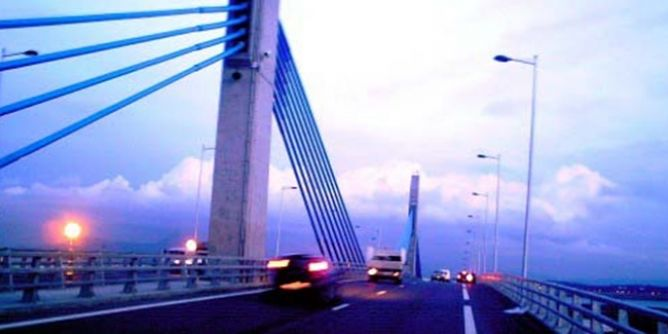 وزارة التجهيز تنفي وجود  تصدّعات بجسر رادس