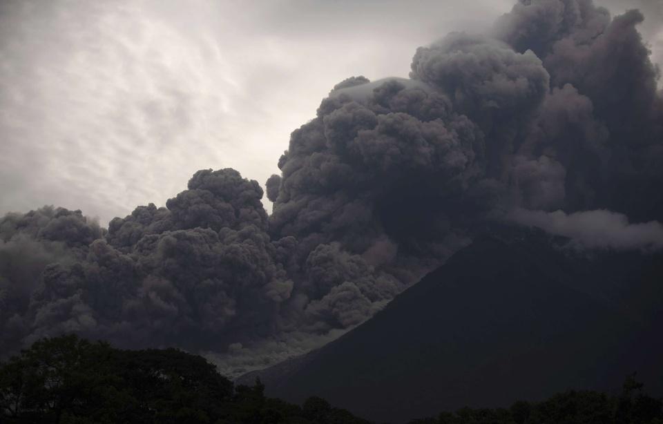 "ارتفاع عدد ضحايا بركان ""فويجو"" بغواتيمالا إلى 25 قتيلا"