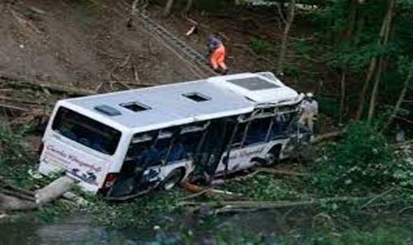 البيرو: 7 قتلى بسقوط حافلة فريق لكرة القدم في هاوية