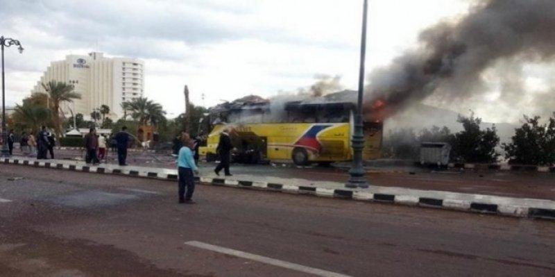 مصر: مقتل 7 أشخاص في إطلاق نار على حافلة تقل مسيحيين