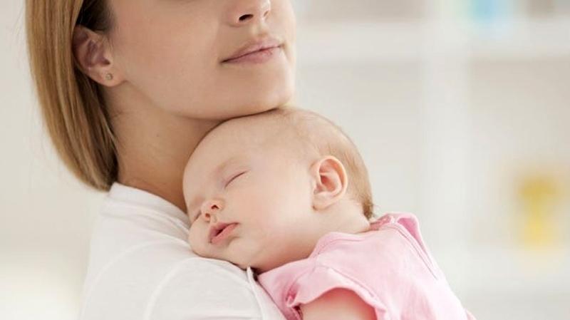 عطلة الأمومة قد تصل إلى 8 أشهر في القطاعين العام والخاص