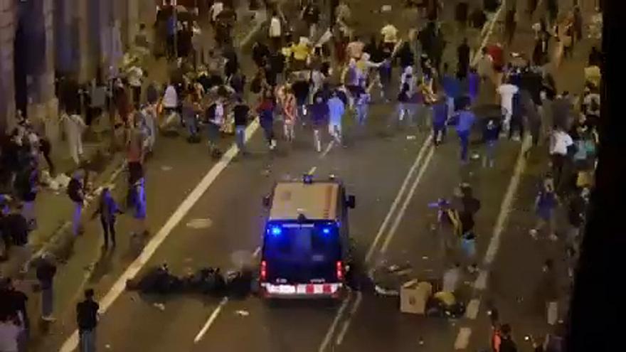 مواجهات عنيفة بين الشرطة ومحتجين في برشلونة