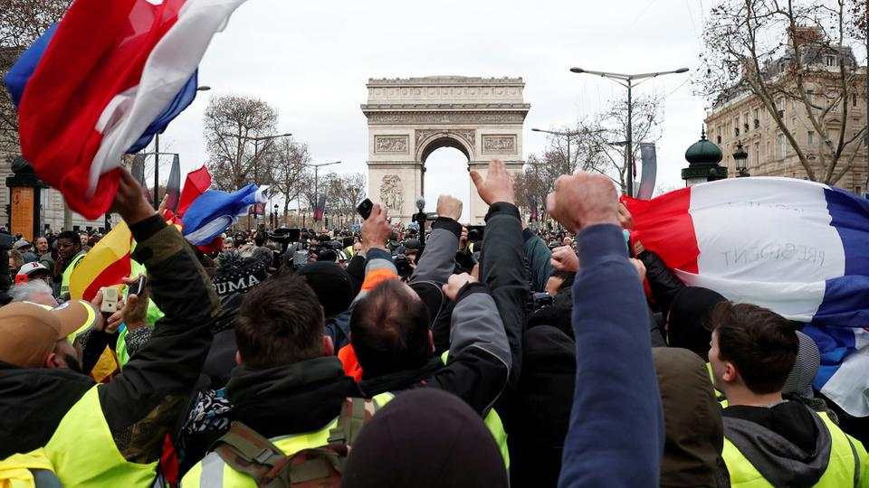وسائل إعلام فرنسية تتحدث عن إقالات مرتقبة لمسؤولين