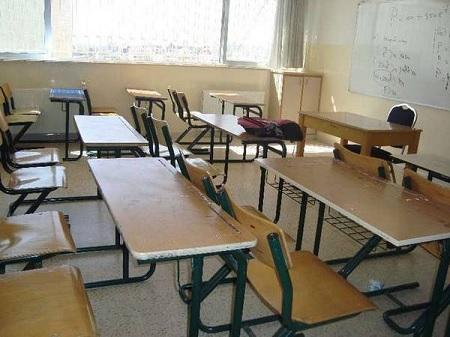 """أولياء يتهمون نقابة الأساتذة بـ """"تدمير المدرسة العمومية"""""""