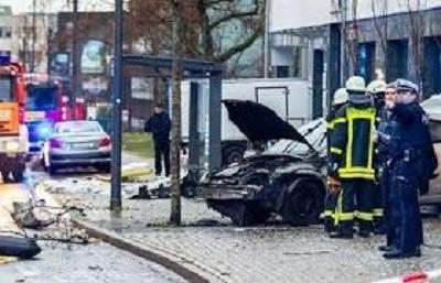 المانيا:مقتل امرأة بعد اقتحام سيارة محطة حافلات