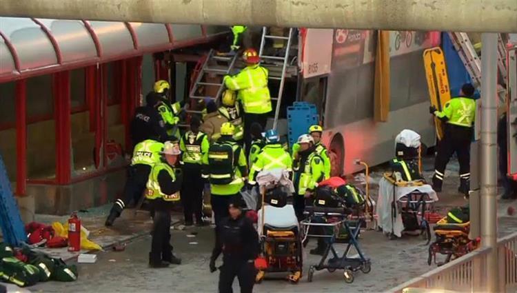 كندا: قتلى وجرحى إثر اقتحام حافلة لمحطة ركاب
