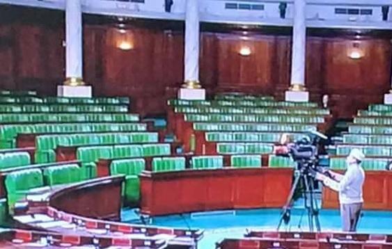 لماذا لا يتخذّ البرلمان إجراءات صارمة للحدّ من غيابات النواب؟