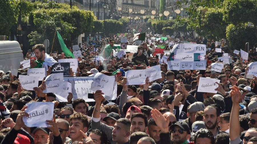 """الجزائر.. استعدادات لـ""""جمعة الفصل"""""""