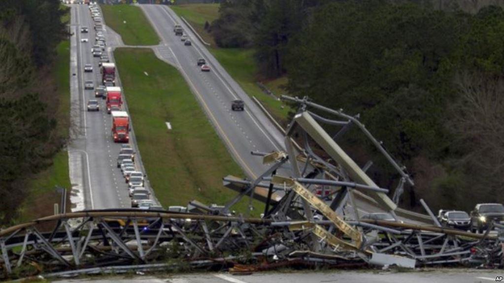 مقتل 22 شخصا في اعصار بولاية ألاباما الامريكية