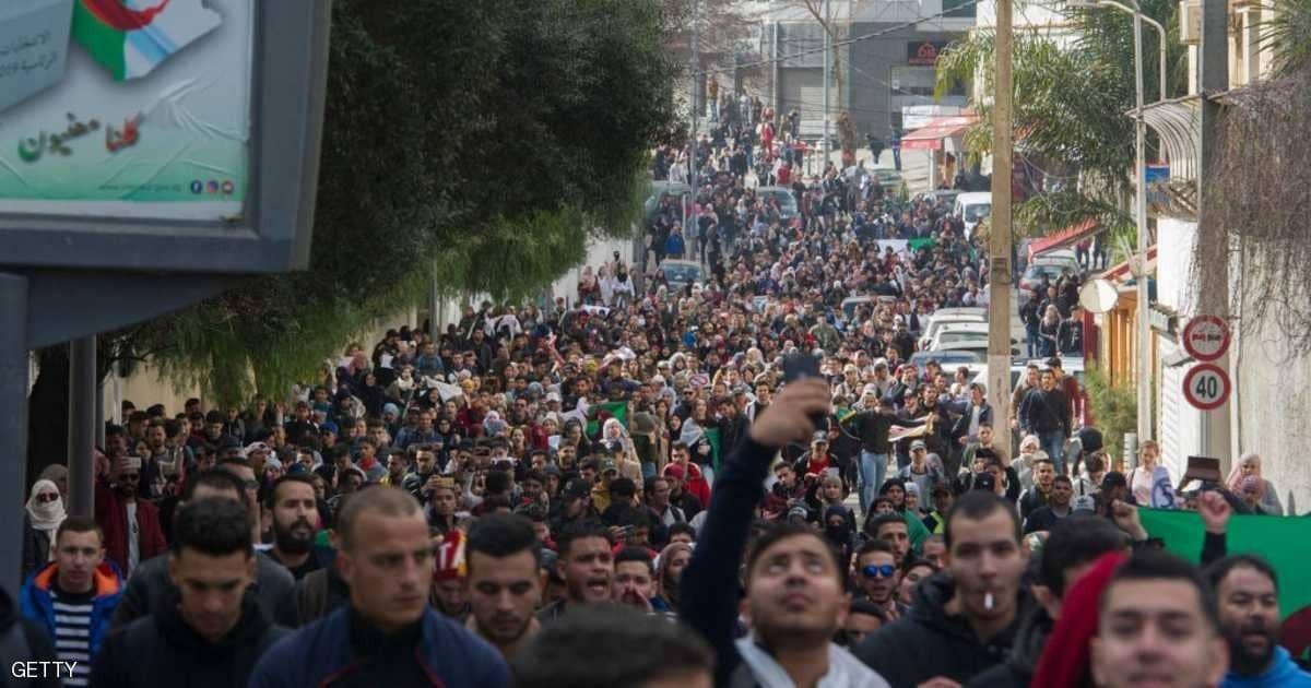 """الجزائر: """"جمعة حسم"""" ودعوة لتظاهرات كبرى"""