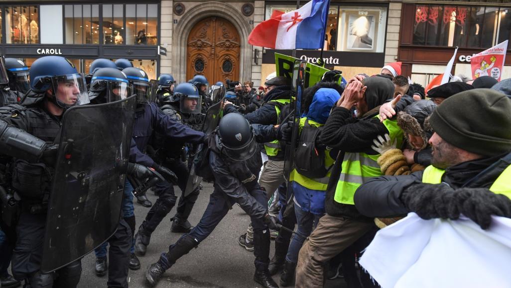 باريس: اشتباكات بين الأمن ومتظاهري السترات الصفراء