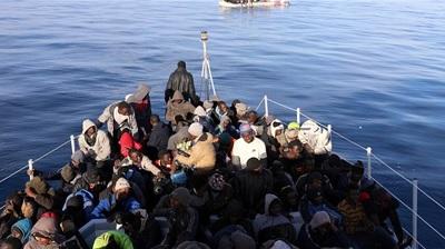 مهاجرون يختطفون سفينة تجارية أنقذتهم