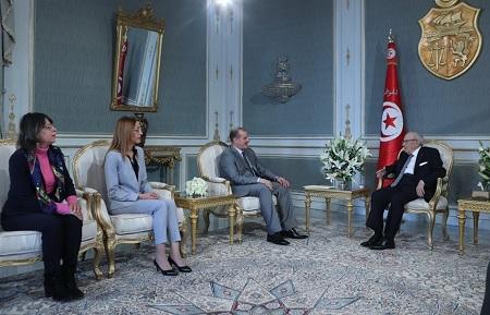 السبسي يستقبل وفدا عن المكتب التنفيذي لجمعية القضاة التونسيين
