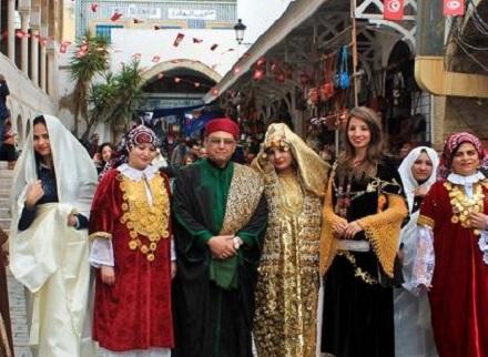 رئاسة الحكومة تدعو موظفي الدولة إلى ارتداء الملابس التقليدية