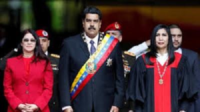 واشنطن تسحب دبلوماسييها من فنزويلا