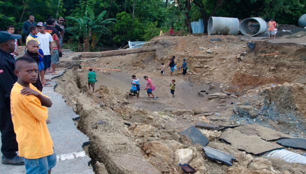 77 قتيلاً الحصيلة غير النهائية لفيضانات إندونيسيا