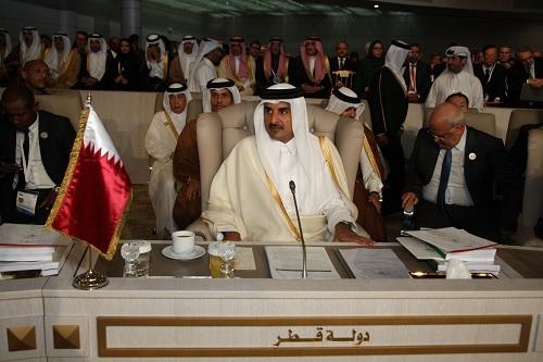 امير قطر يقطع مشاركته في القمة ويُغادر تونس