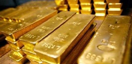 الذهب يتراجع إلى أدنى مستوى