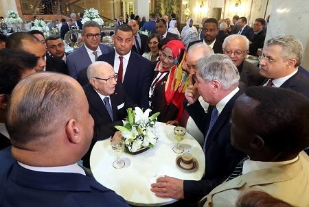 السبسي يحتفي بالمشاركين في مؤتمر إتحاد المحامين العرب