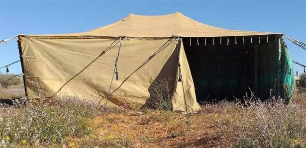 عرض خيمة خاصة للقذافي للبيع