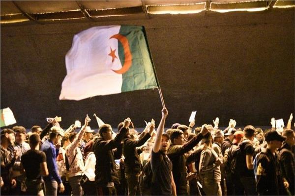 بعد استقالة بوتفليقة: احتفالات في شوارع الجزائر