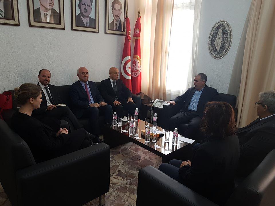 نور الدين الطبوبي يلتقي السفير الفرنسي بتونس