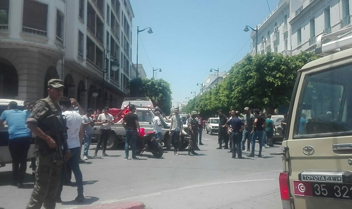 تفجير شارل ديغول: إستشهاد عون شرطة بلدية