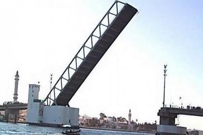 بنزرت: عطب كهربائي تسبب في رفع الجسر أكثر من ساعتين