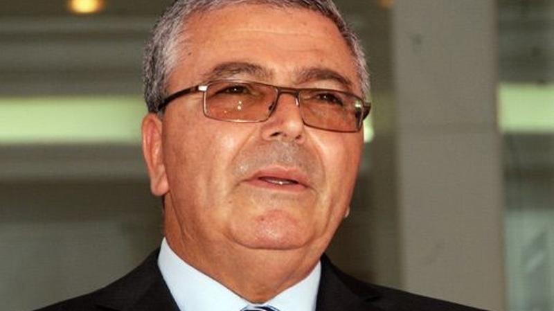 وزير الدفاع يدعو الى اليقظة و الانضباط لضمان استقرار البلاد