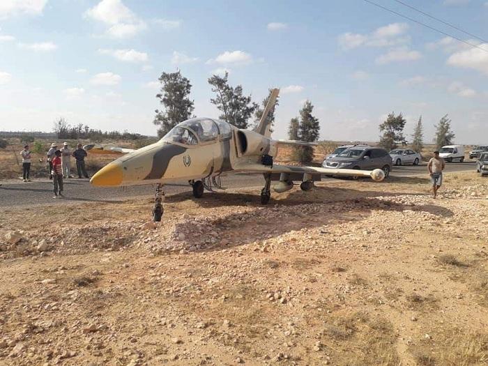 وحدات الهندسة العسكرية تطوق مكان الطائرة الحربية الليبية(تحين)