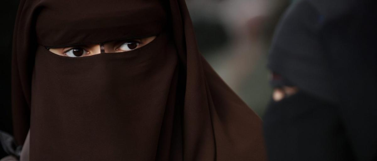 """تونس تقرر رسميا منع """"النقاب """""""