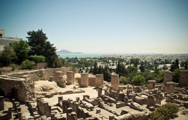 هدم بناءات فوضوية بالمنطقة الأثرية بقرطاج