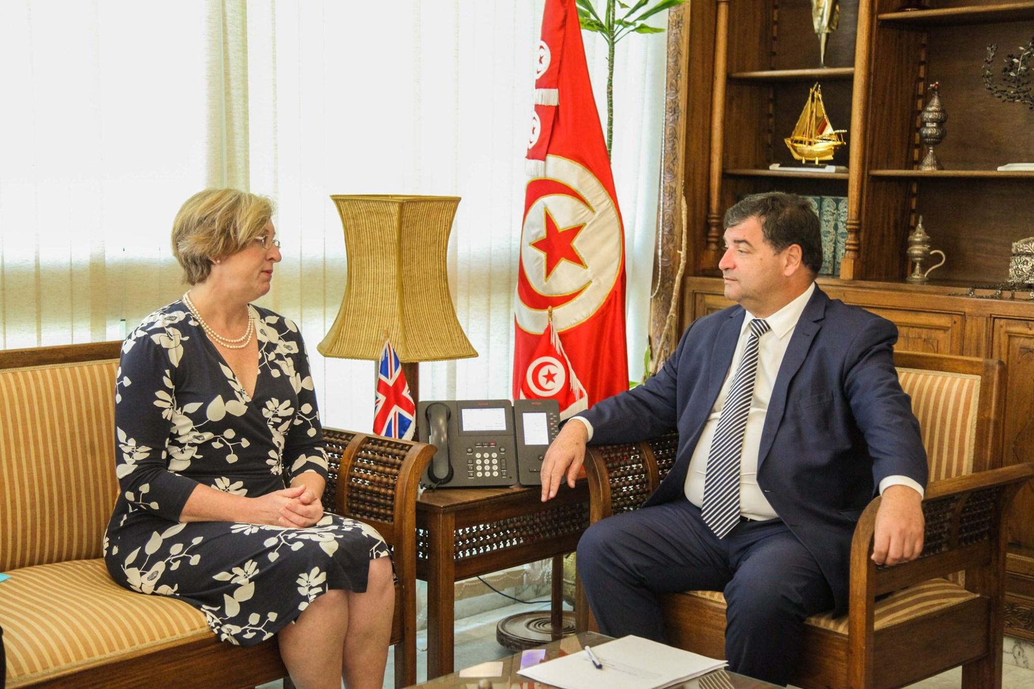 تونس وبريطانيا تتفقان على توقيع ميثاق لتطوير السياحة المستدامة