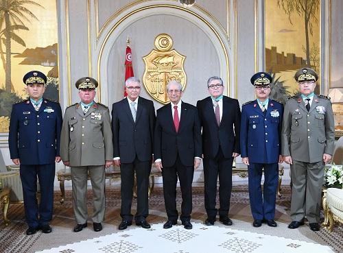 منح الصنف الثاني من وسام الجمهورية لضباط سامين في الجيش الوطني