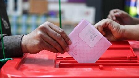 شهر قبل الانتخابات: دورة برلمانية استثنائية و تعديل جديد للقانون الانتخابي