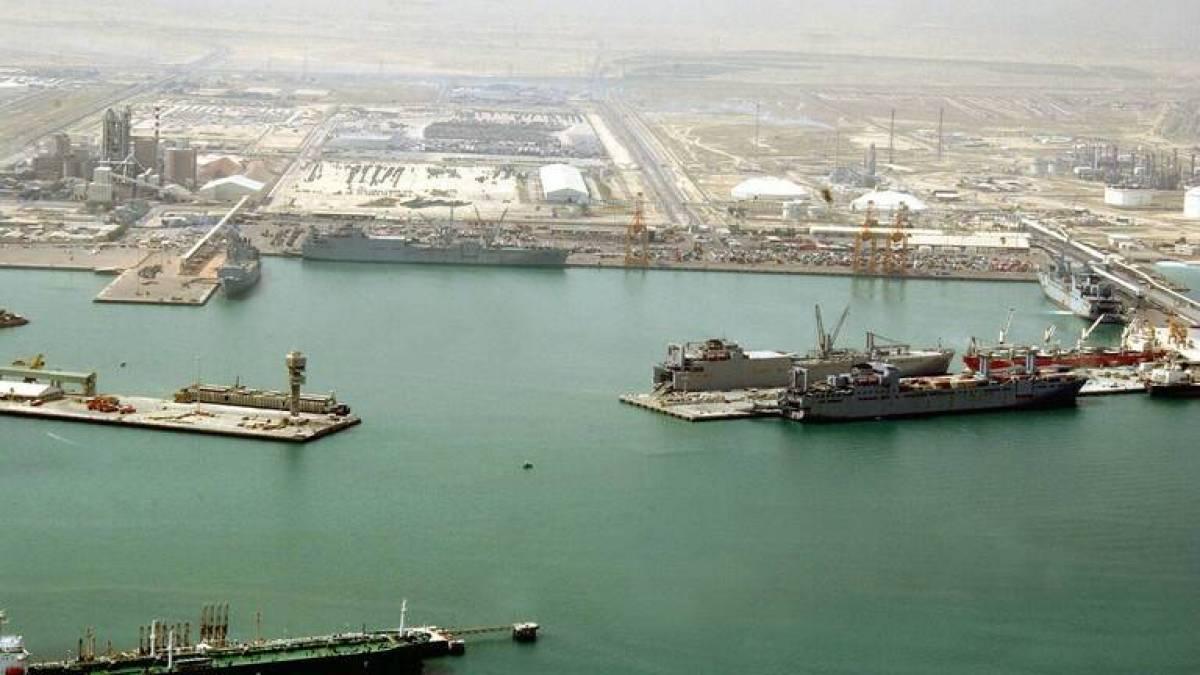 الكويت ترفع درجة التأهب الأمني في موانئها النفطية