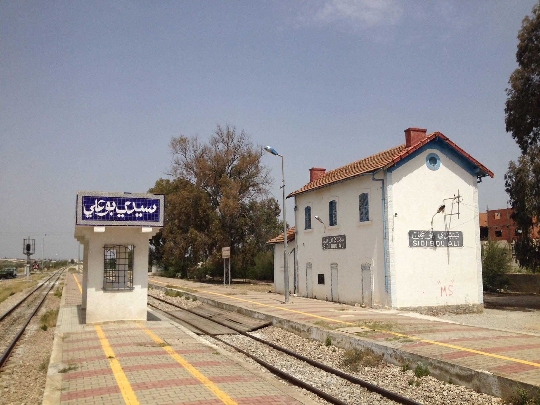 سيدي بوعلي: غلق الطريق وتعطل حركة سير القطار
