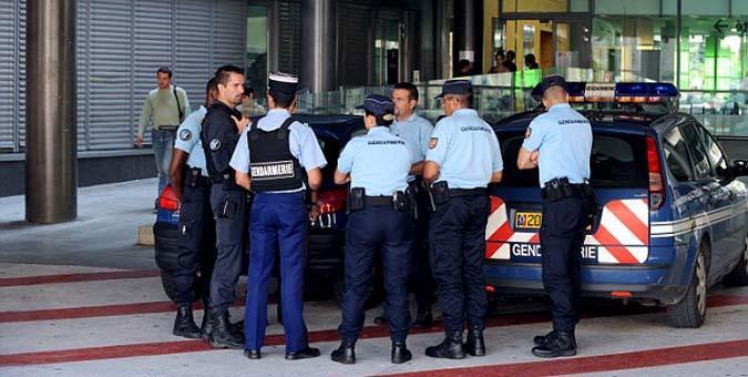 حادث طعن أمام مدرسة بفرنسا.. والشرطة تعتقل المنفذ